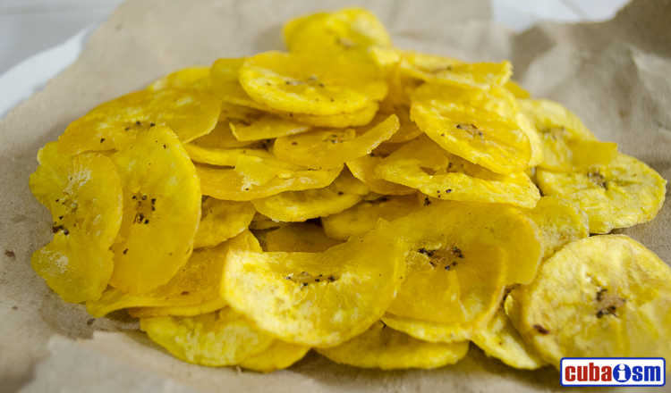 cuba recipes .org - Plantain Chips with Garlic Sauce